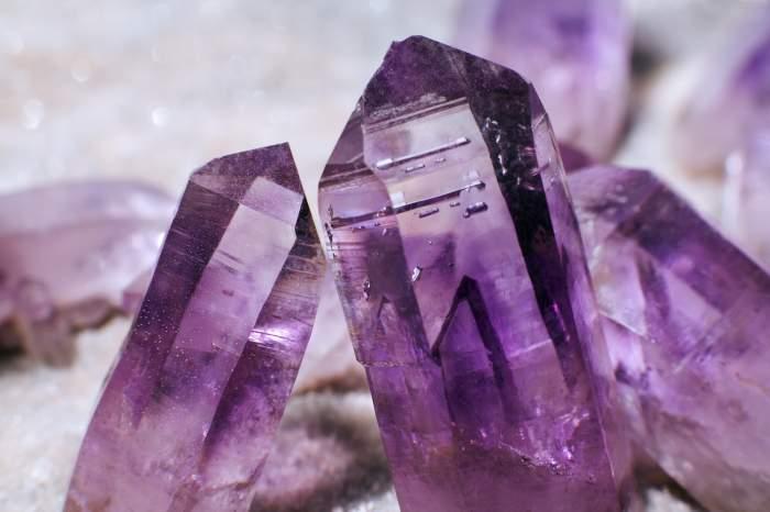 De ce să cumpărăm dintr-un magazin online bijuterii cu pietre semiprețioase?