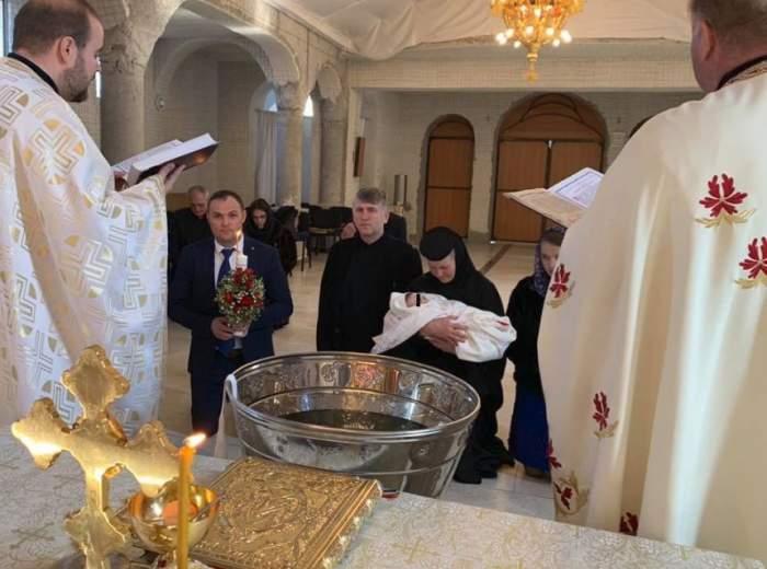 Cristian Pomohaci a devenit naş de botez. Fostul preot a creştinat o fetiţă