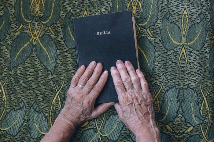 Miracolele chiar există! Ce s-a întâmplat cu Bibliile dintr-o biserică mistuită de flăcări e absolut ireal