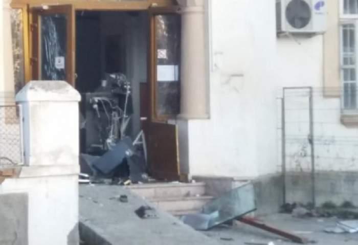 Se întâmplă în Brăila! Un bărbat a aruncat în aer un bancomat cu o butelie