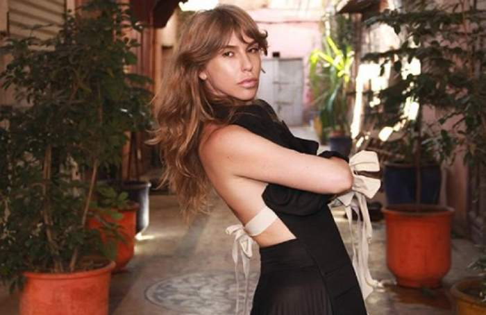 FOTO / Corina Bud, mai sexy ca niciodată! S-a pozat doar într-o pereche de bikini și a încins internetul