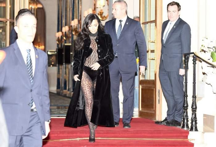 Un nou outfit scandalos, marca Kim Kardashian! A ieșit pe stradă arătând mai mult a stripperiță. FOTO