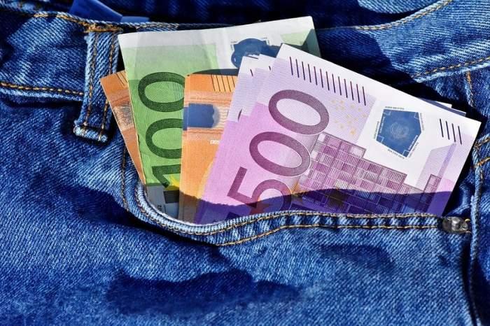 Curs valutar BNR azi, 8 martie: Lira și dolarul cresc, euro este în scădere