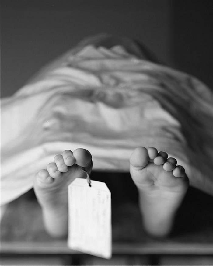 Scenariu halucinant în Prahova! Au îngropat mortul altei familii, după ce angajaţii de la morgă au încurcat cadavrele