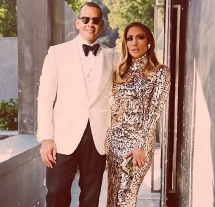 Jennifer Lopez, în costum de baie sexy pe o plajă exotică, alături de iubitul ei! S-a lăudat iar cu posteriorul celebru