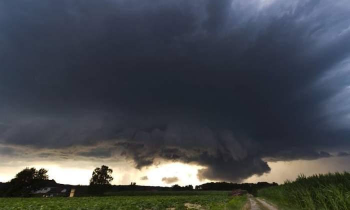 Un ciclon, care aduce fenomene periculoase, loveşte România! Anunţ de ultimă oră din partea ANM