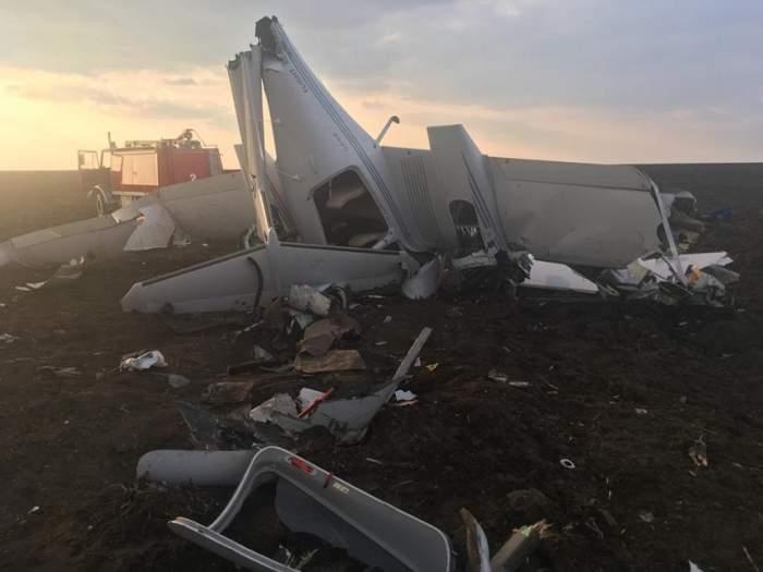 Trei oameni au murit, după ce un avion și un elicopter s-au ciocnit