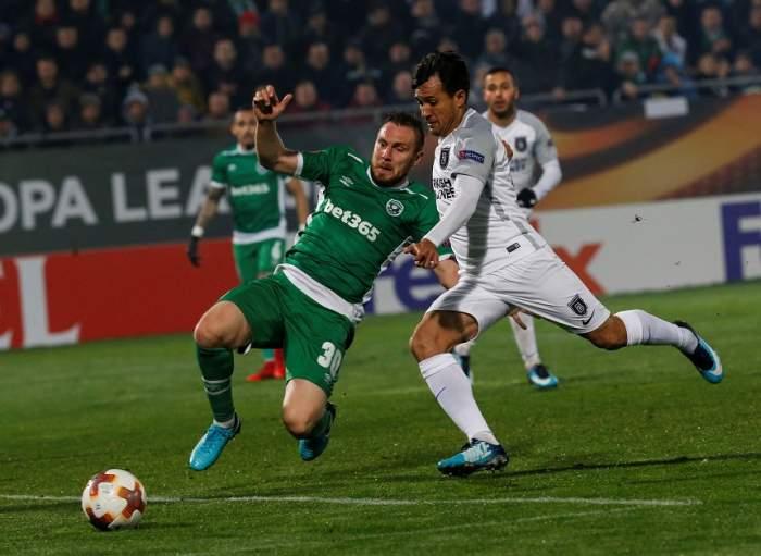 VIDEO / Cosmin Moți a provocat un scandal uriaș în Bulgaria! Fanii au vrut să-l linșeze pe fundaș, iar jandarmii l-au scos de pe teren