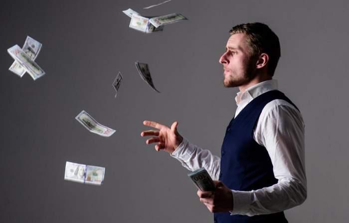Cum îşi cheltuie zodiile banii!