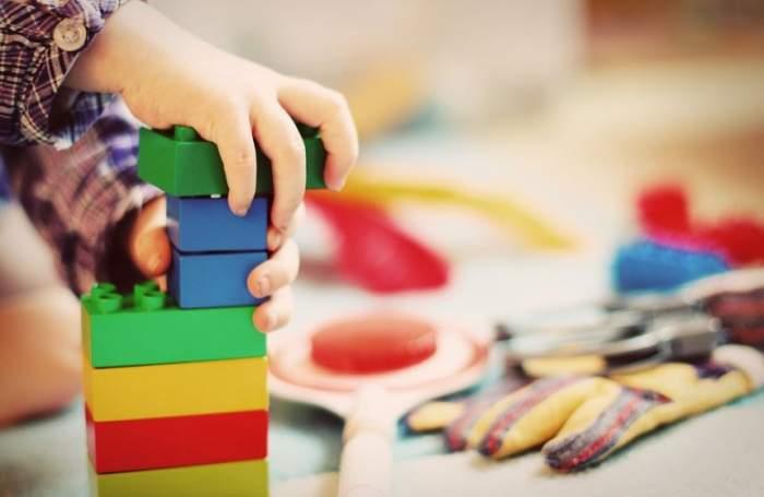 Peste 20 de copii de grădiniţă au fost otrăviţi de educatorul lor