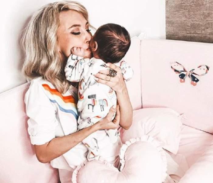 Cât de grijulie este fiica cea mare a Andreei Bălan, cu micuța Clara! Imagini emoționante cu cele două minuni ale artistei