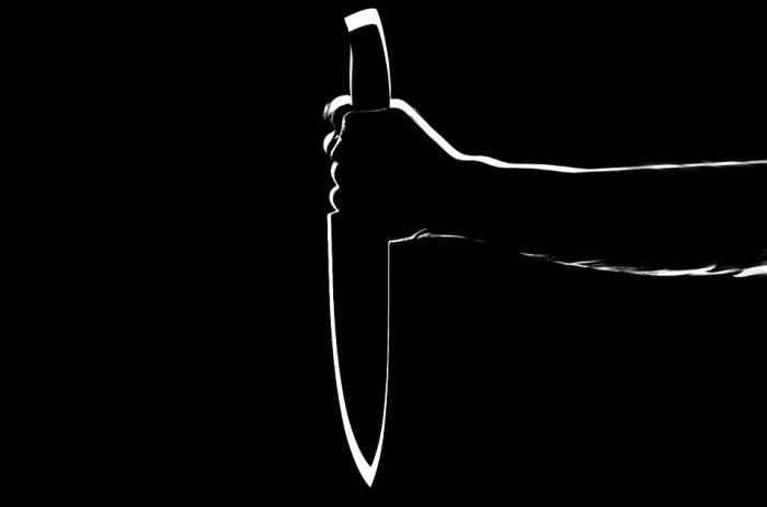 Descoperire macabră într-un apartament! O tânără de 20 de ani, găsită parțial decapitată