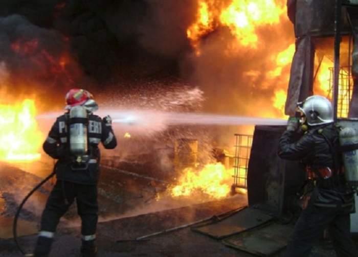 Incendiu puternic într-un apartament din Râmnicu Sărat! Pompierii au intervenit de urgență