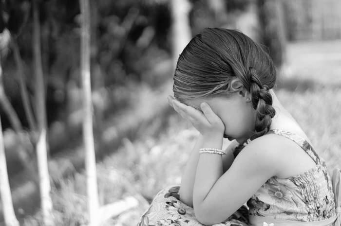 Fetiță de 9 ani, violată de tatăl vitreg! Copila a rămas însărcinată