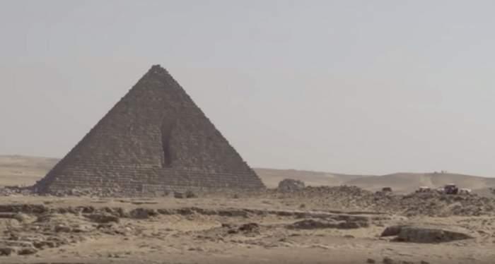Un autobuz a explodat lângă piramide, la Cairo! Majoritatea victimelor sunt turişti