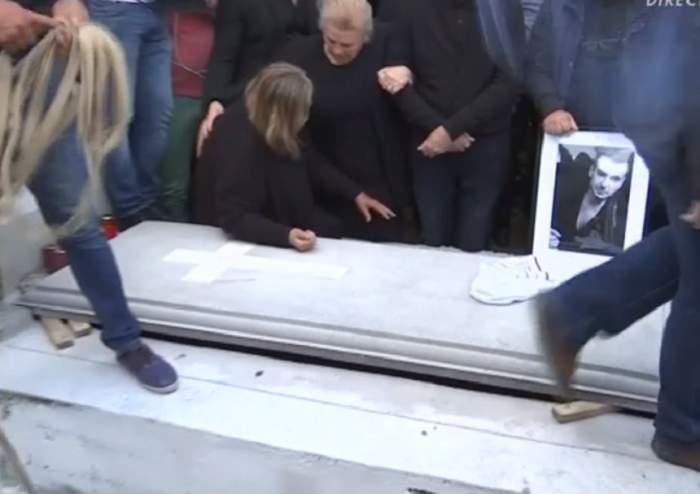 Înmormântarea lui Răzvan Ciobanu a luat sfârşit! Mama lui s-a prăbuşit lângă cavou