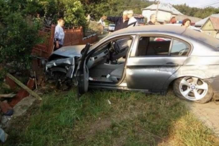 Tânăr de 23 de ani din Argeș, de urgență la spital după ce a intrat cu mașina într-un șanț. Nu avea permis de conducere