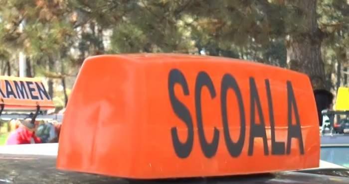 Culmea ironiei! Un instructor auto din Vâlcea a fost prins fără permis de conducere