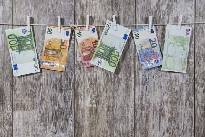 Curs valutar BNR azi, 23 mai. Euro scade, iar dolarul crește
