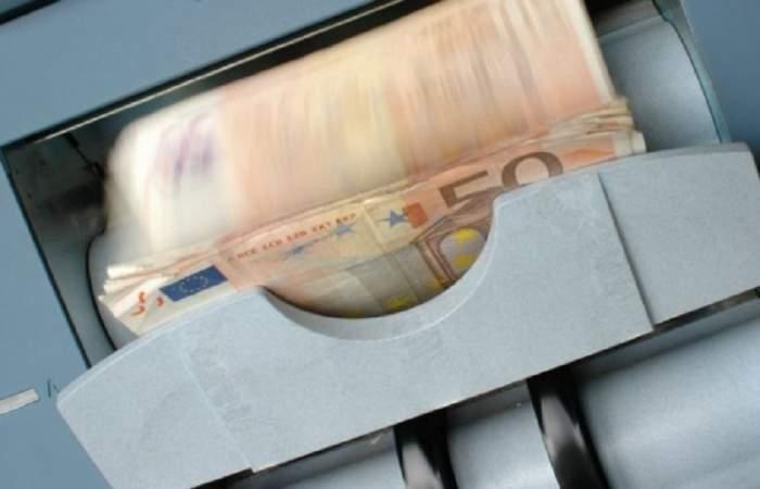 Curs valutar BNR azi, 24 mai. Euro a crescut, iar dolarul s-a prăbușit