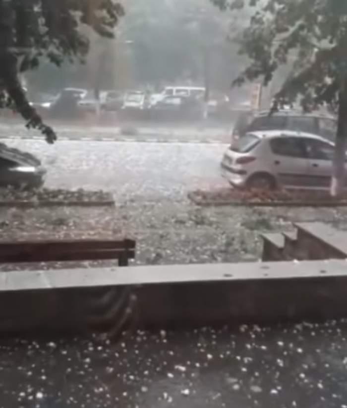 Imagini apocaliptice, la Zalău! Ploaie cu piatră, peste mașinile parcate