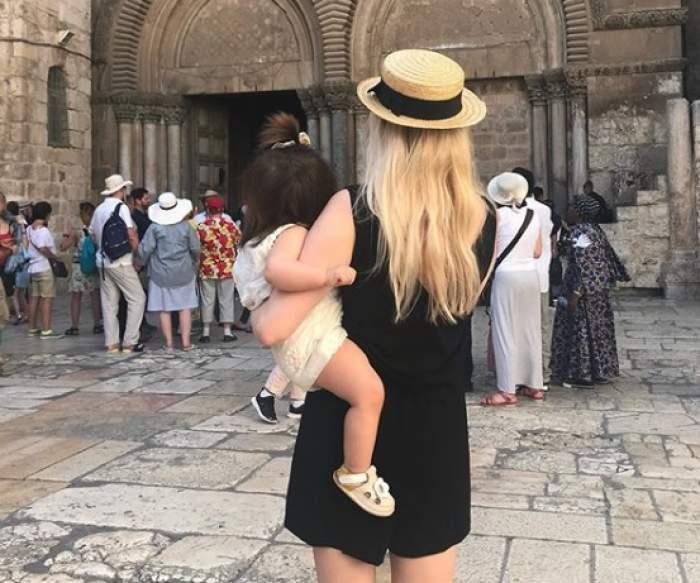 """Locul special în care a ales Laura Cosoi să își ducă fetița: """"Zi binecuvantată pentru familia noastră"""""""