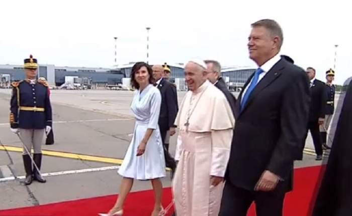 """Mesajul lui Klaus Iohannis, pentru Papa Francisc, la sosirea în România a Sanctității Sale: """"E o mare plăcere"""""""