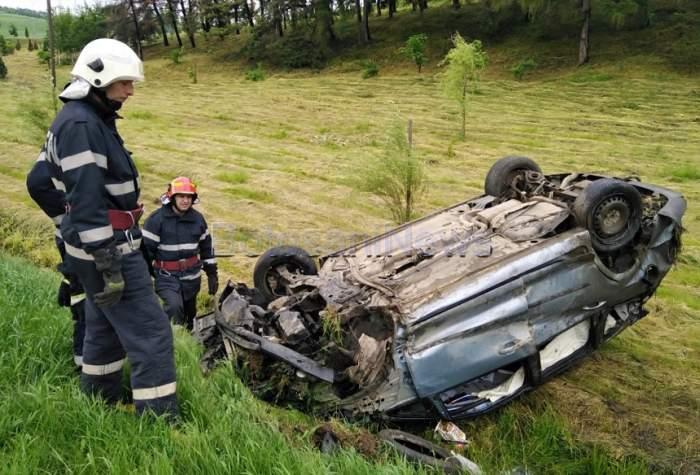Trei elevi din Botoşani, implicaţi într-un grav accident! S-au dat cu maşina peste cap de mai multe ori. FOTO