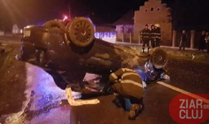 Cinci răniți, după ce o șoferiță a intrat cu mașina într-un cap de pod, la Turda