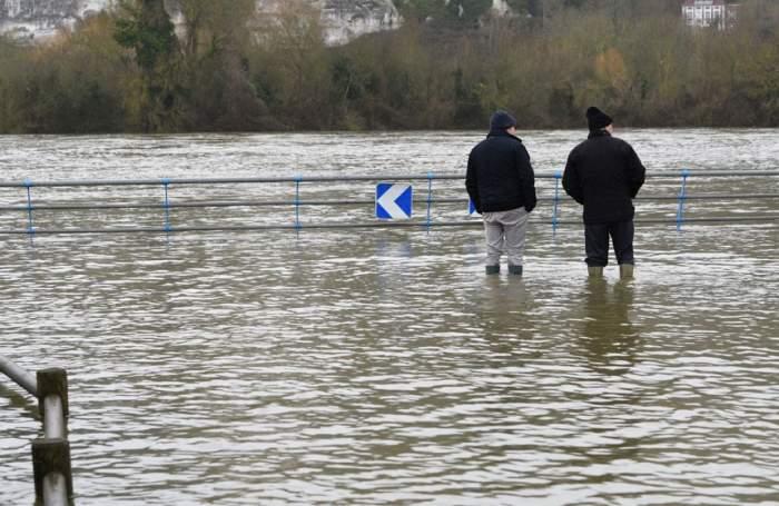 Cod galben de inundaţii în jumătate de țară
