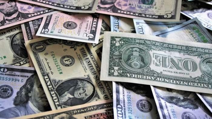 Curs valutar BNR azi, 7 mai: Euro și dolarul american cresc, lira sterlină scade