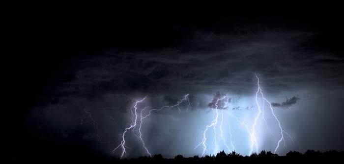 Vremea în București, duminică, 2 iunie. Locuitorii Capitalei nu scapă de furtunile violente!