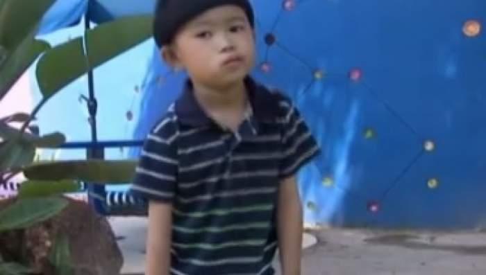 Reacția înduioșătoare a unui băiețel de 5 ani, care primește șansa de a-și mișca brațele pentru prima dată