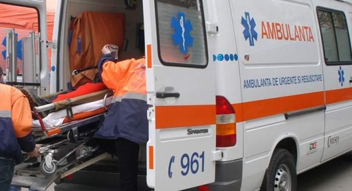 Un tânăr a ajuns la spital după ce s-a prăbuşit un perete pe el! Prietenul său a fost mai norocos