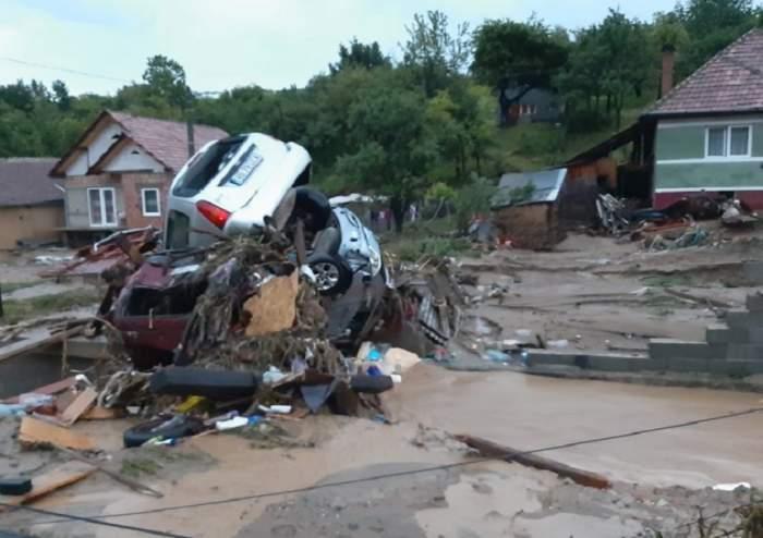 Dezastru în Alba, după furtuna de sâmbătă! Zeci de autoturisme distruse şi sute de gospodării inundate / VIDEO