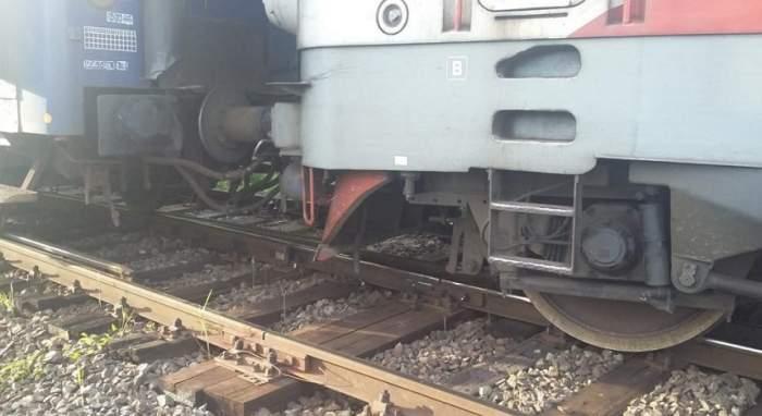 Trafic feroviar blocat! O locomotivă a deraiat într-un sat din Suceava
