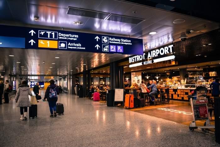 Zeci de copii români sunt blocaţi în aeroporturile din Doha, Tokyo şi Milano! Organizatorii taberelor nu le-ar fi cumpărat biletele de întors