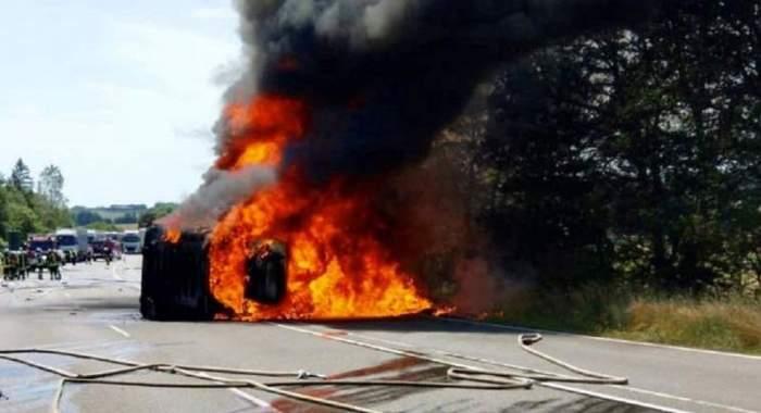Şofer român de 31 de ani, implicat într-un accident teribil în Germania. TIR-ul pe care îl conducea s-a făcut scrum