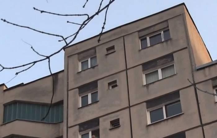 Un copil de 2 ani a căzut de la etaj! Tragedia s-a petrecut în timp ce mama acestuia gătea