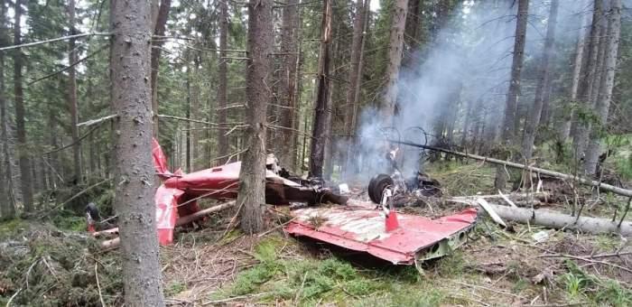 Primele imagini de la locul tragediei din Harghita! Avionul s-a făcut bucăţi