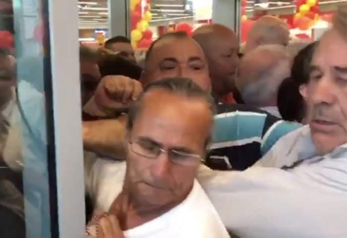 Bătaie pe tigăi, într-un supermarket din Brăila. Peste 300 de oameni s-au călcat în picioare. VIDEO
