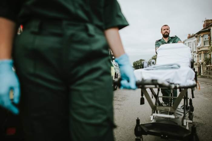 Dramă românească, în Luton. Un copil a căzut de la etaj, iar mama a vrut să se arunce după el