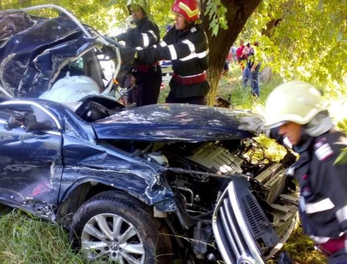 Un tânăr din Neamț a murit pe loc, după ce s-a oprit cu mașina într-un copac