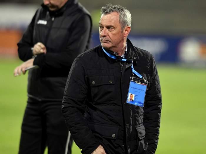 """OFICIAL! Mircea Rednic a plecat de la Dinamo! Cine este favorit să-i antreneze pe """"câinii roşii"""""""