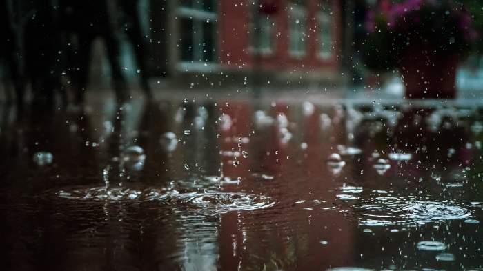 UPDATE: Informare meteo de ploi, vânt şi grindină, valabilă până luni