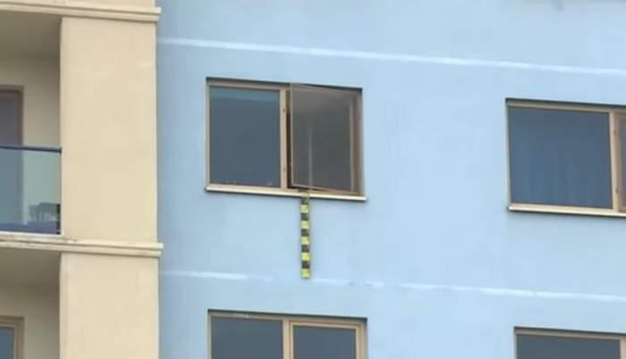 O fetiţă de 4 ani din Cluj a căzut de la etajul 3, după ce bunicii ar fi pus-o pe pervazul geamului! Unde au găsit-o medicii pe micuţă