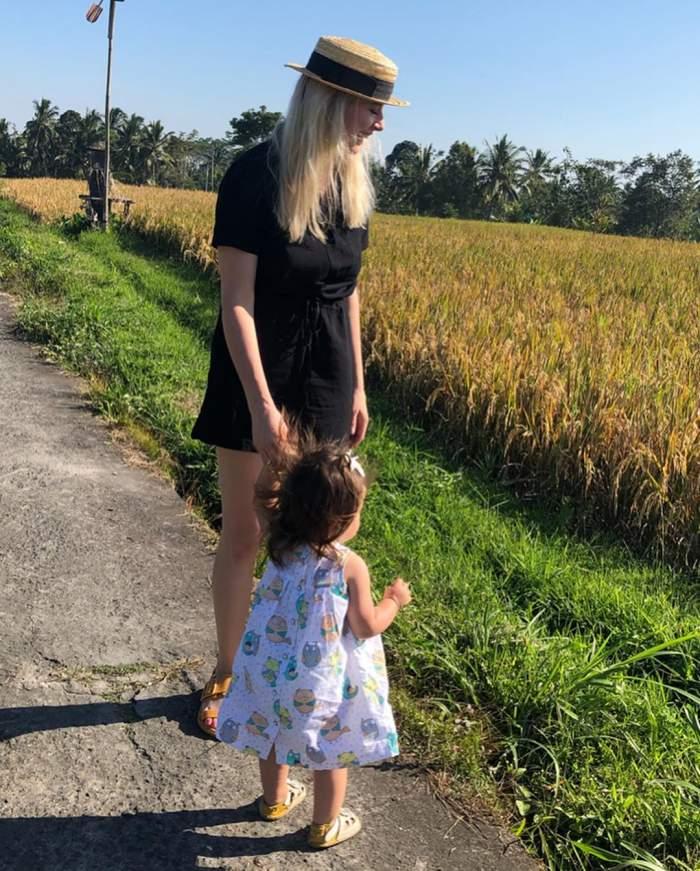 Laura Cosoi, ipostază emoționantă alături de fiica ei. Fotografia care face cât o mie de cuvinte