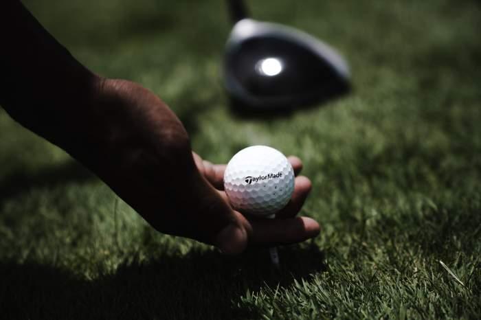 Fetiță de șase ani, moartă după ce a fost lovită de tatăl său cu o minge de golf