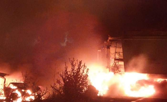 Un TIR a fost cuprins de flăcări, în Medgidia, în urma unui grav accident. VIDEO
