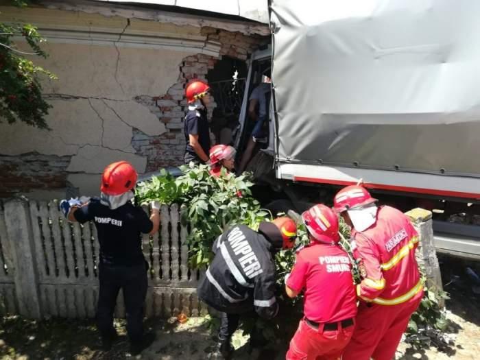 Fetiţa din maşina lovită de camion ieri, în Dolj, a primit vestea! Medicii au decis